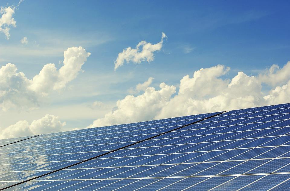 新エネルギー計画株式会社のソーラーパネル