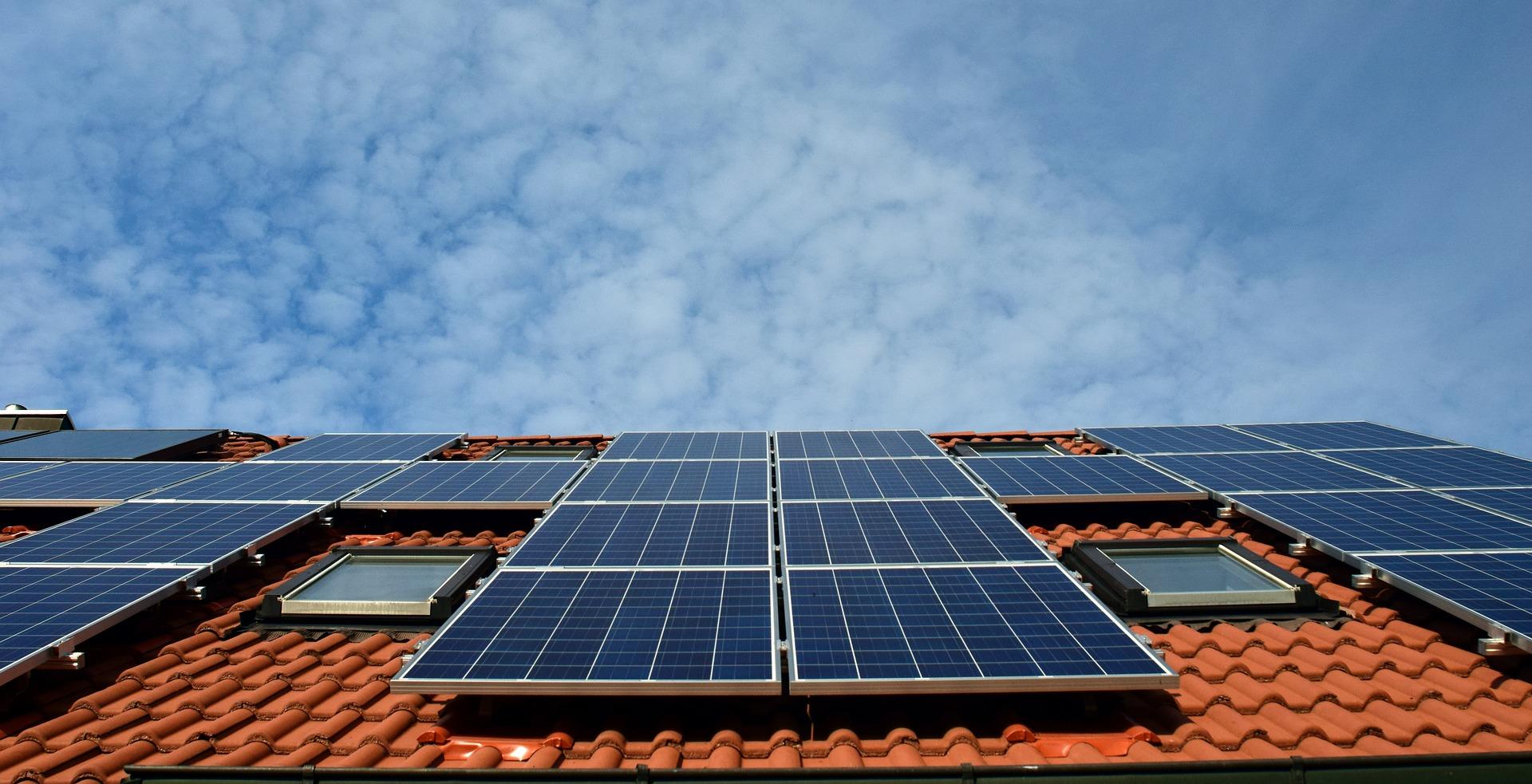 太陽光発電業界のメーカーと投資用土地付き太陽光発電のパワコン